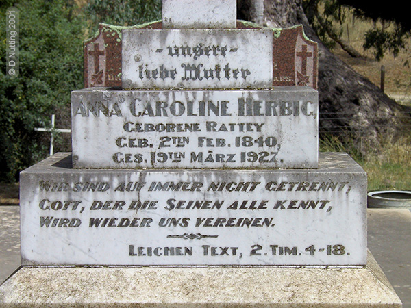 (Photo © D. Nutting) gravestone